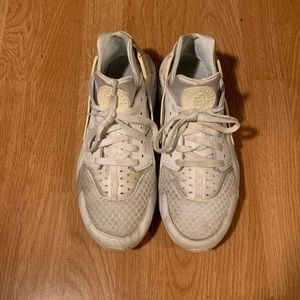 Nike Air Huarache All White Men Size 10 used